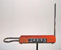 テルミン楽器